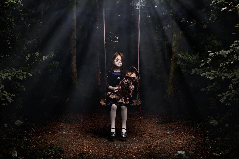 la triste histoire de la petite fille à la balançoire